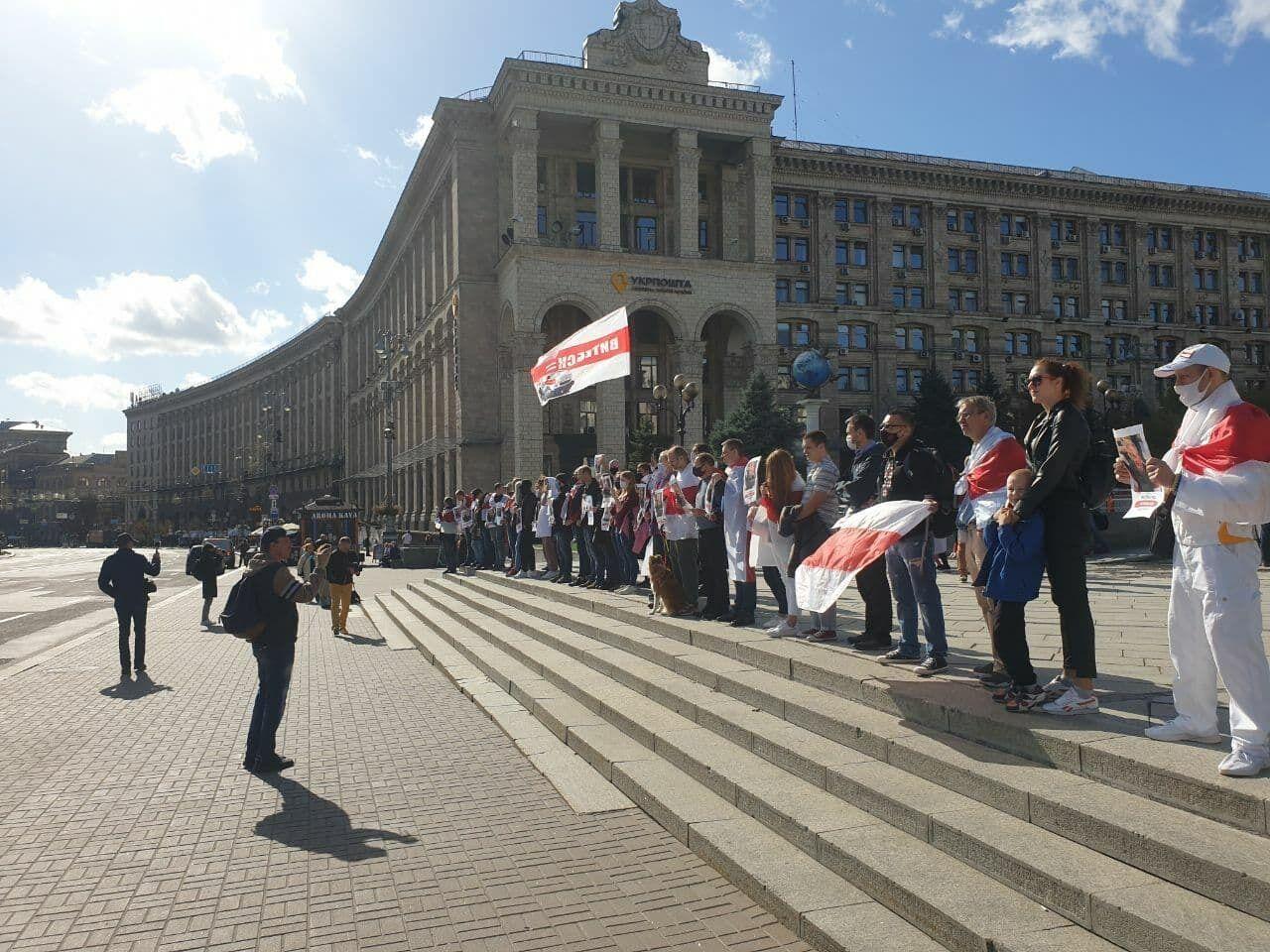Белорусы вышли на Майдан Незалежности.