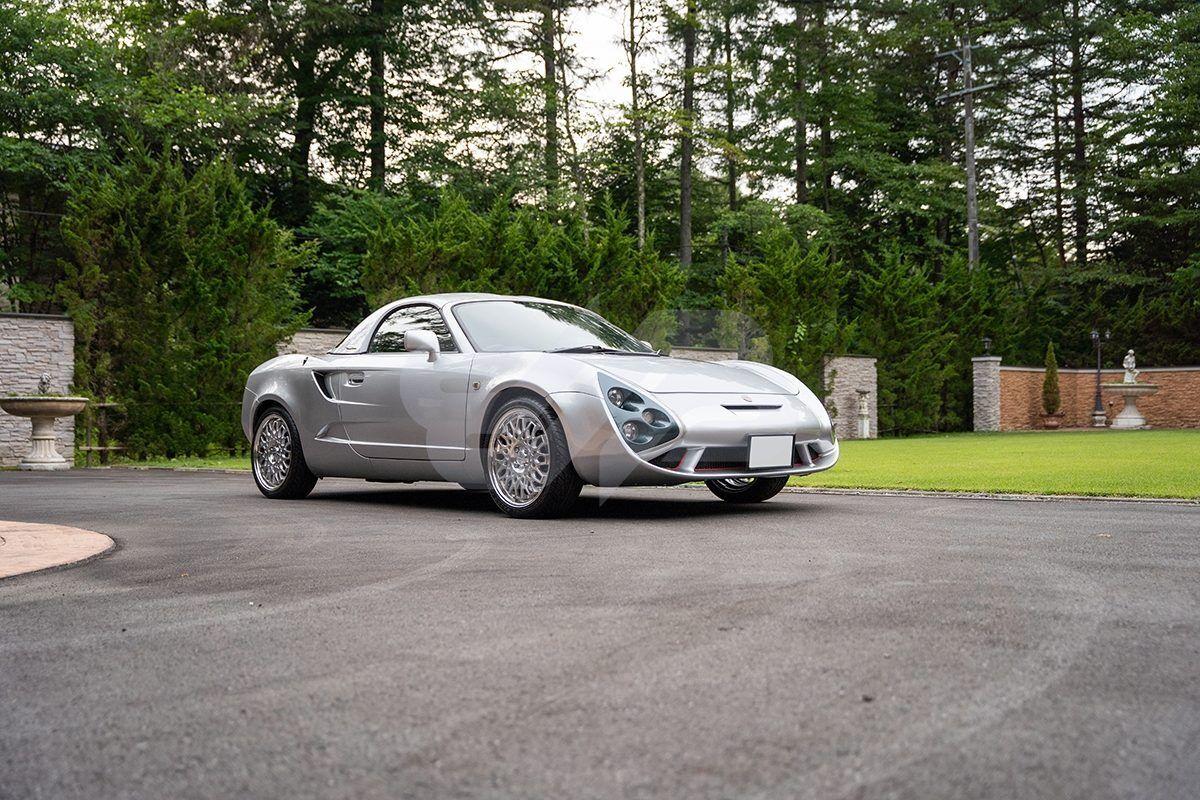 В 2001 году итальянское кузовное ателье Zagato представило необычный родстер на базе среднемоторной Toyota MR-S