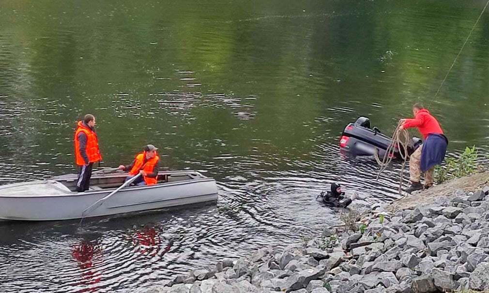 Водолази знайшли тіла трьох чоловіків