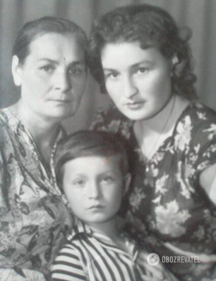 Софія Ярова з мамою Євросинією Бойко і сином, повоєнні роки.