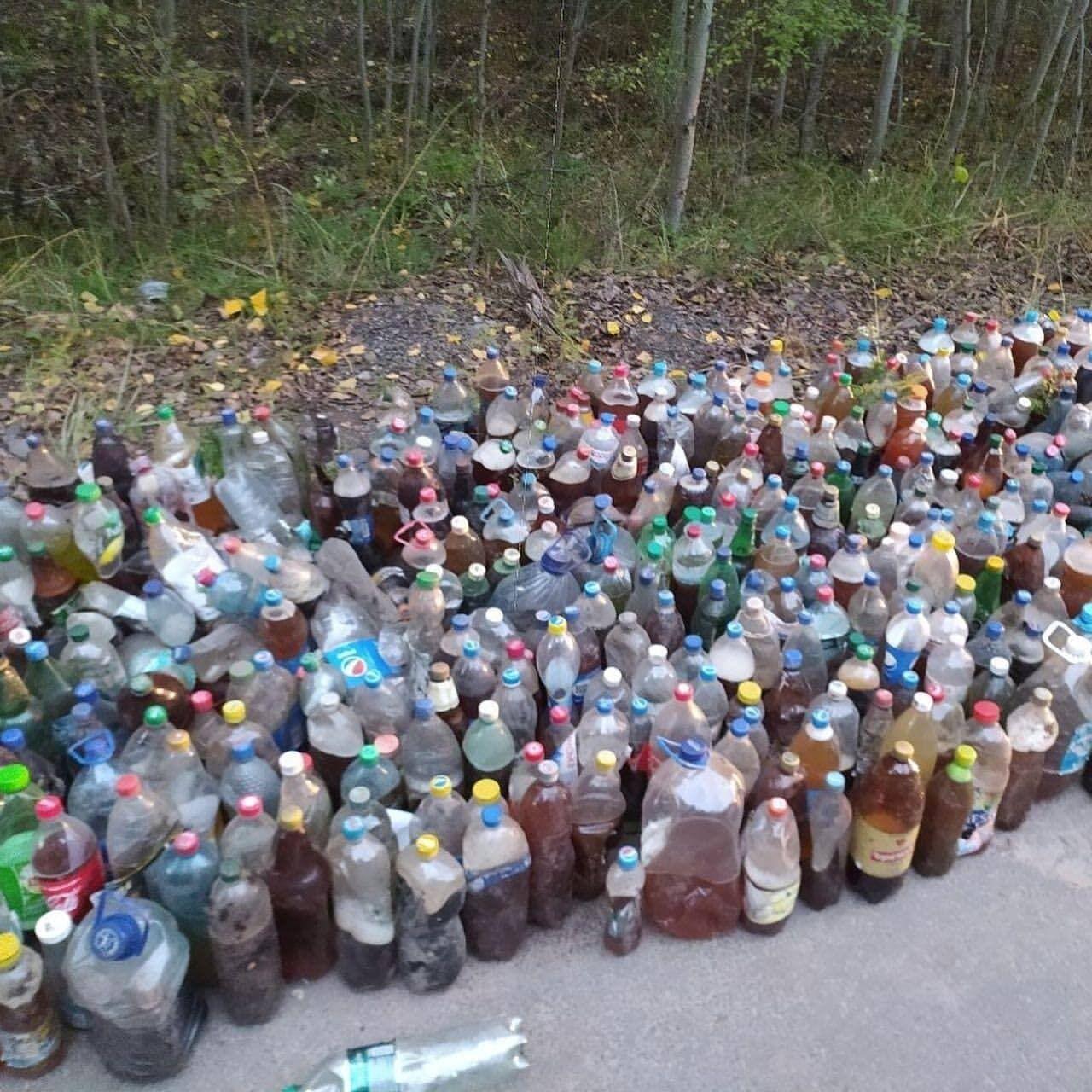 Таких пляшок зібрали дуже багато