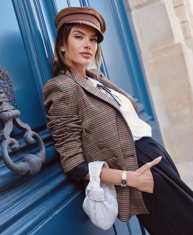 Алессандра Амбросіо у стильному капелюсі