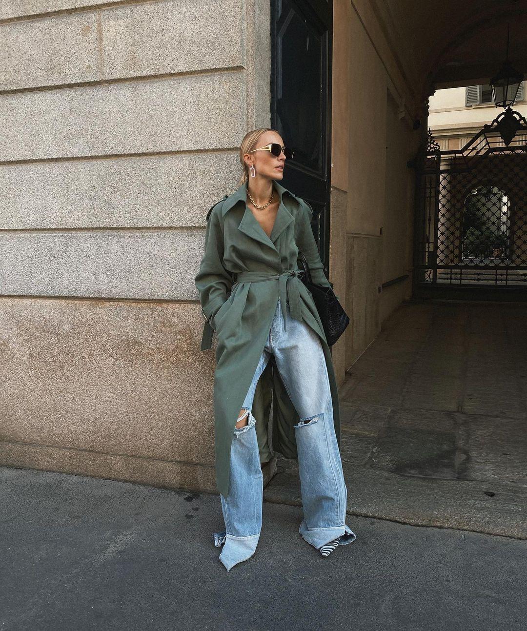 """Обладательницам фигуры """"яблоко"""" лучше выбирать широкие брюки с расширением от бедра"""