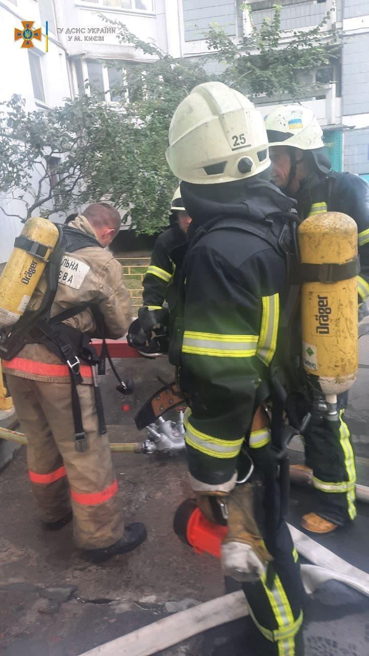 Пожежа виникла на сьомому поверсі.