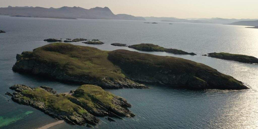 На острове Карн-Дэас есть морские свиньи, киты, акулы и дельфины