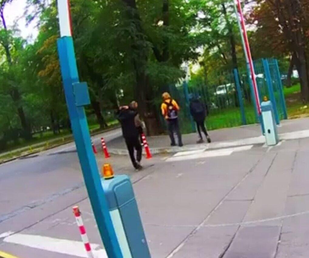 Постраждалого відвели в парк і пограбували.