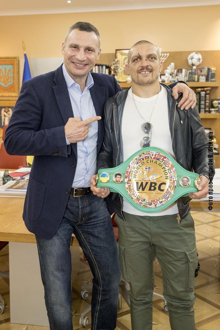 Віталій Кличко подарував пояс WBC Усику