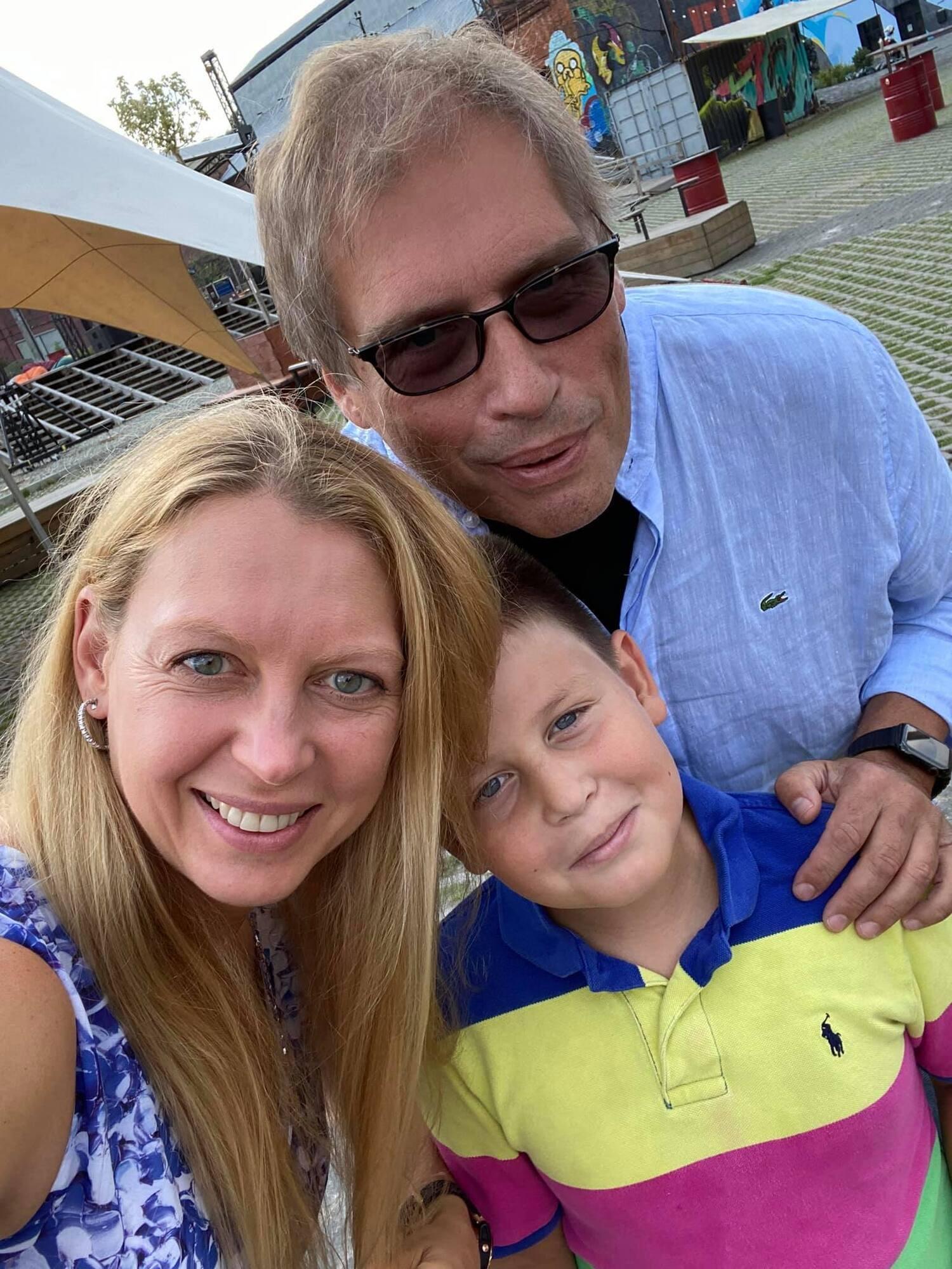 Зоряна Богдан с сыном и мужем