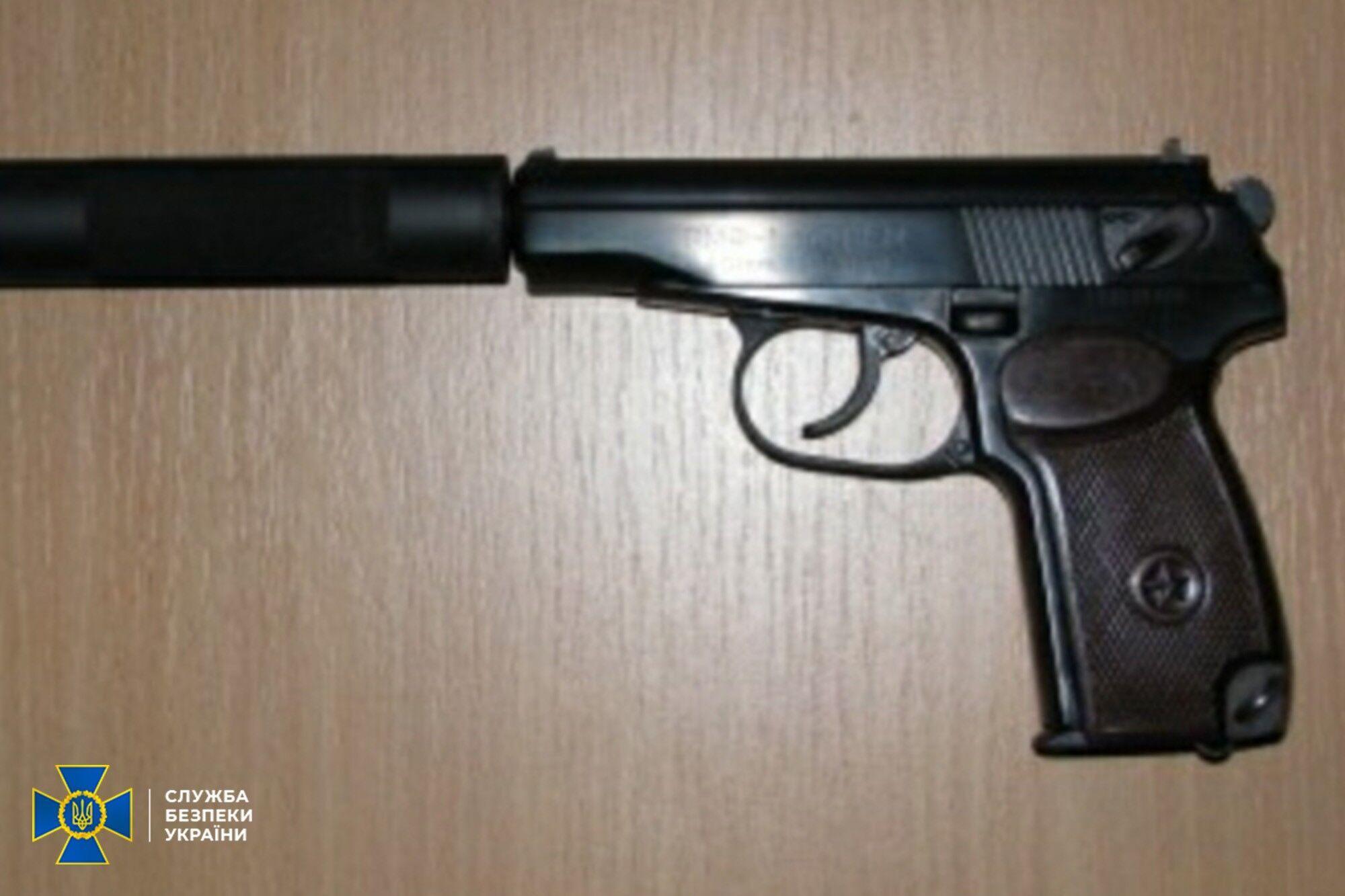 Підозрюваний приховано переправив з Росії пістолет з глушником