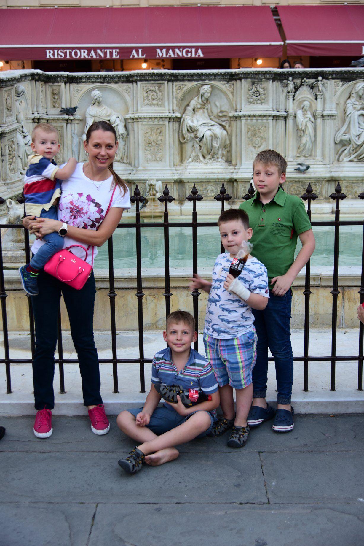 Зоряна Богдан с сыновьями