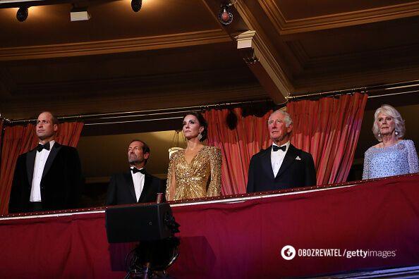 Королевское семейство на премьере фильма.