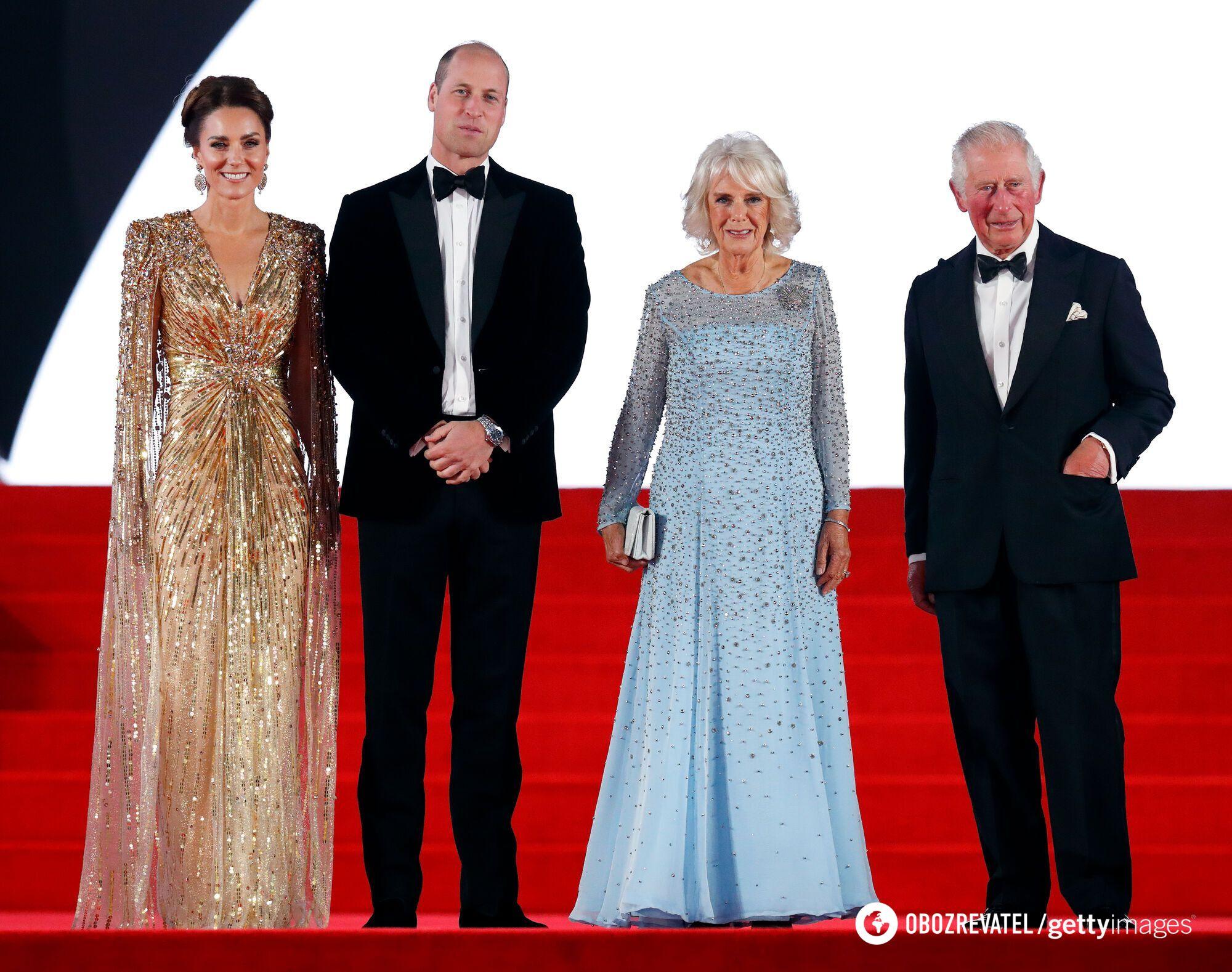 Члены британской королевской семьи - принц Чарльз со своей супругой Камиллой и герцоги Кембриджские Уильям и Кейт