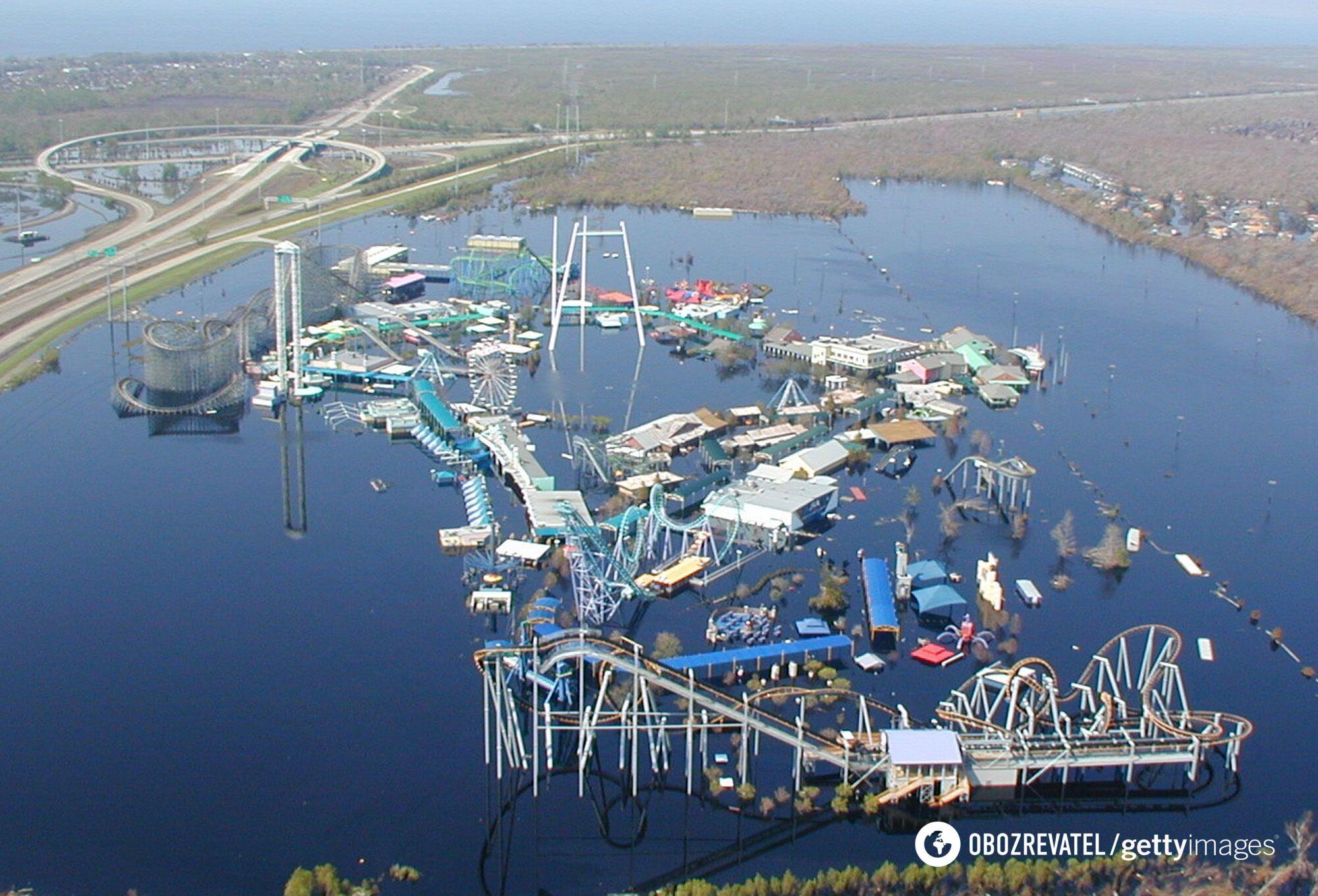Парк Six flags затопило после урагана.