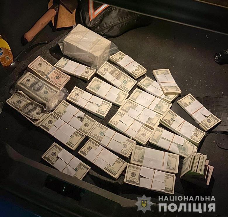 У подозреваемых изъяли 240 тысяч фальшивых долларов.