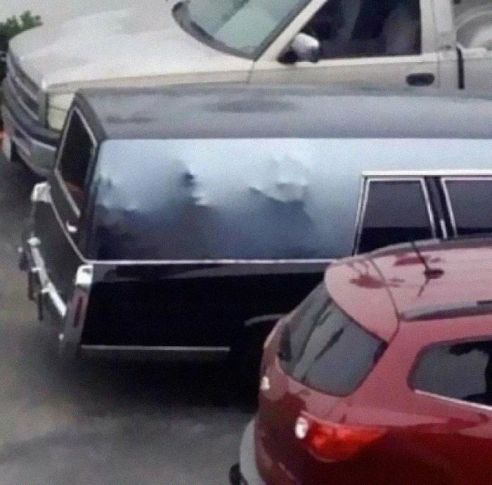 Працівники ритуальних послуг зробили моторошний дизайн авто
