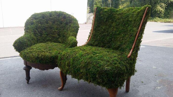 Дизайнери задекорували реритетні крісла