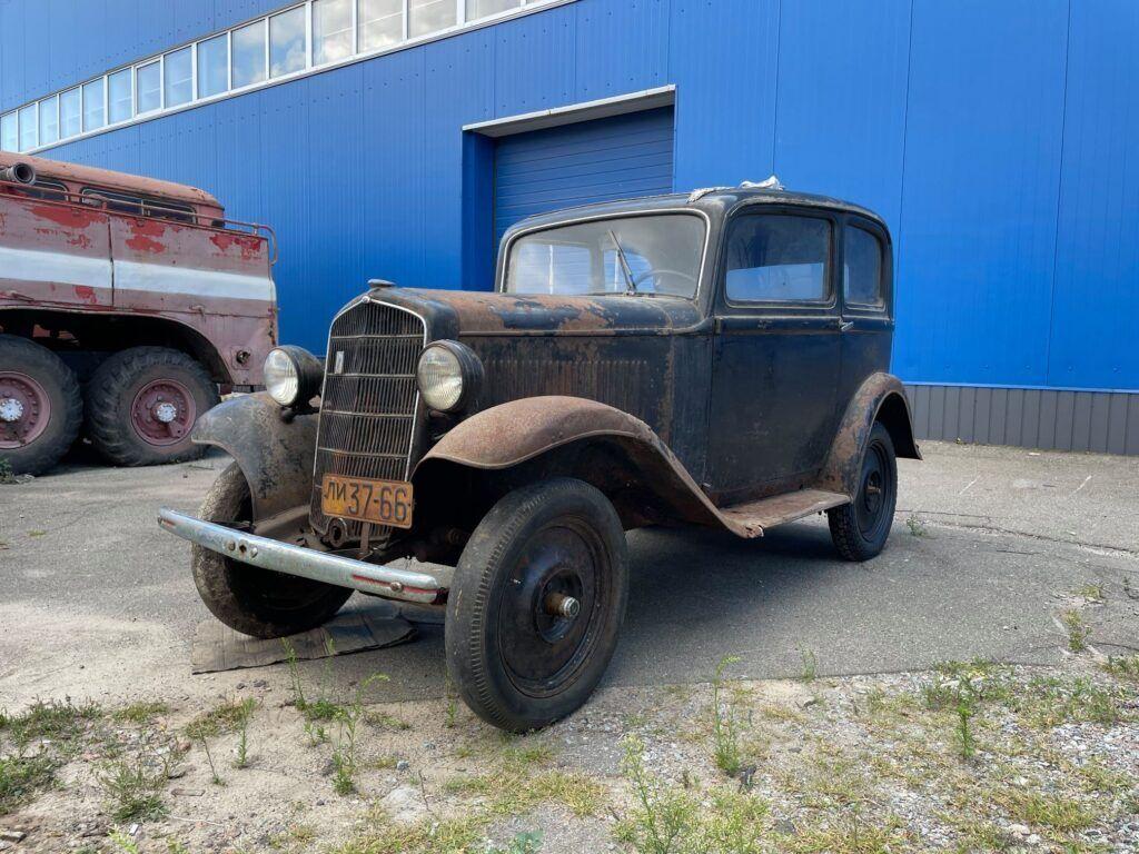 Автомобиль 68 лет стоял в деревянном гараже.
