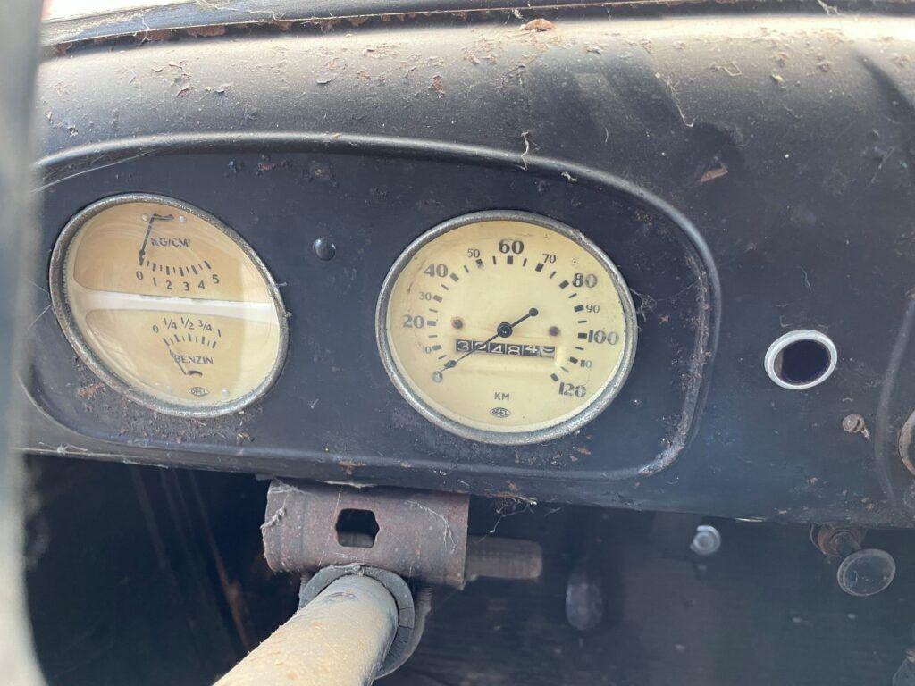 Автомобиль сохранил большинство оригинальных деталей и агрегатов.