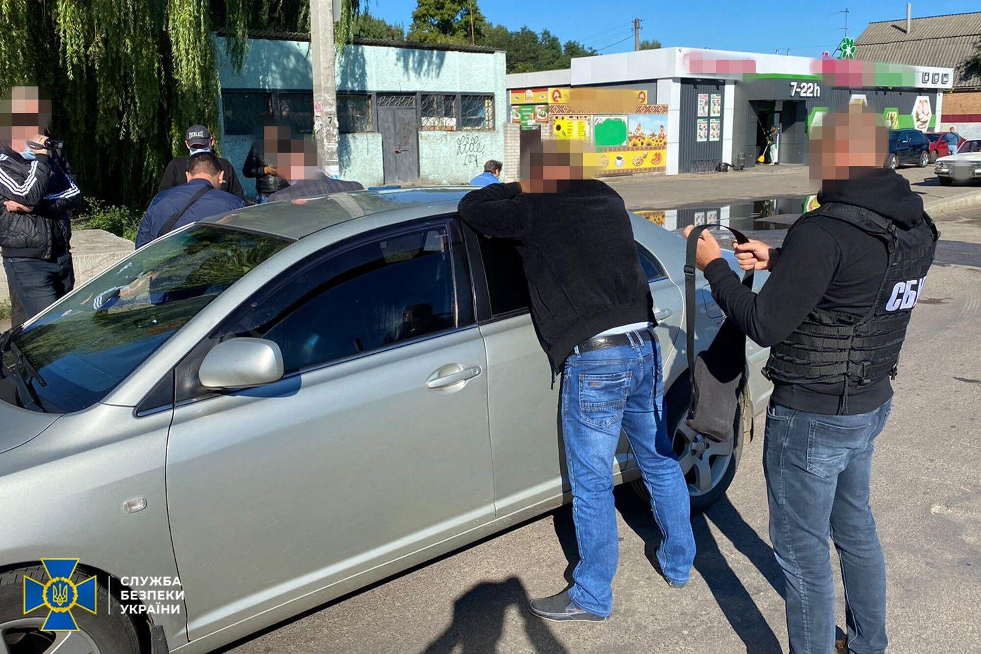 СБУ затримала на хабарі начальника ЛА НАУ і його посередника