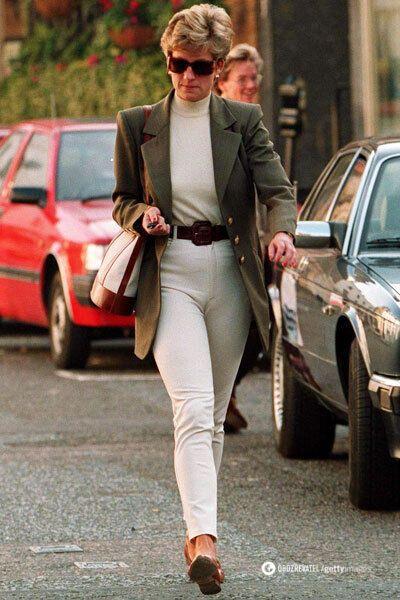 Леди Ди очень любила носить водолазки и брюки в тон