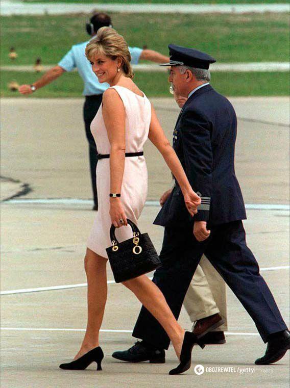 Розовые и черные платья – всегда будут на пике популярности у модниц