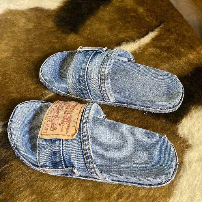 Жінка зробила капці зі старих джинсів