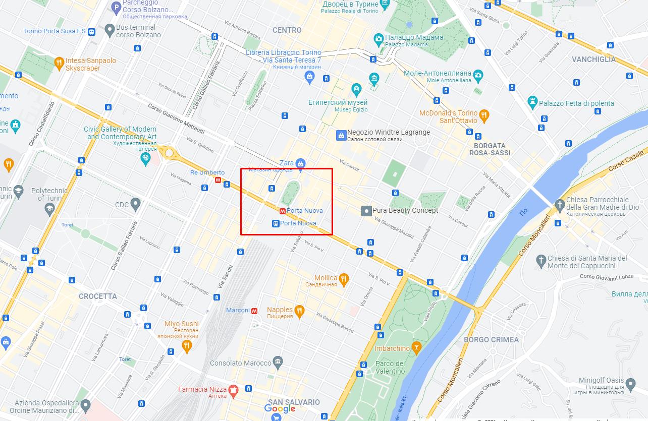 Пожар возник в здании на площади Карло Феличе.