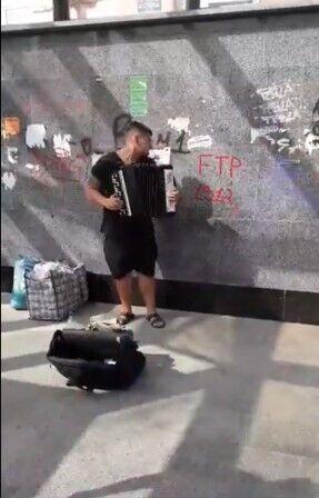 Уличный музыкант в Полтаве