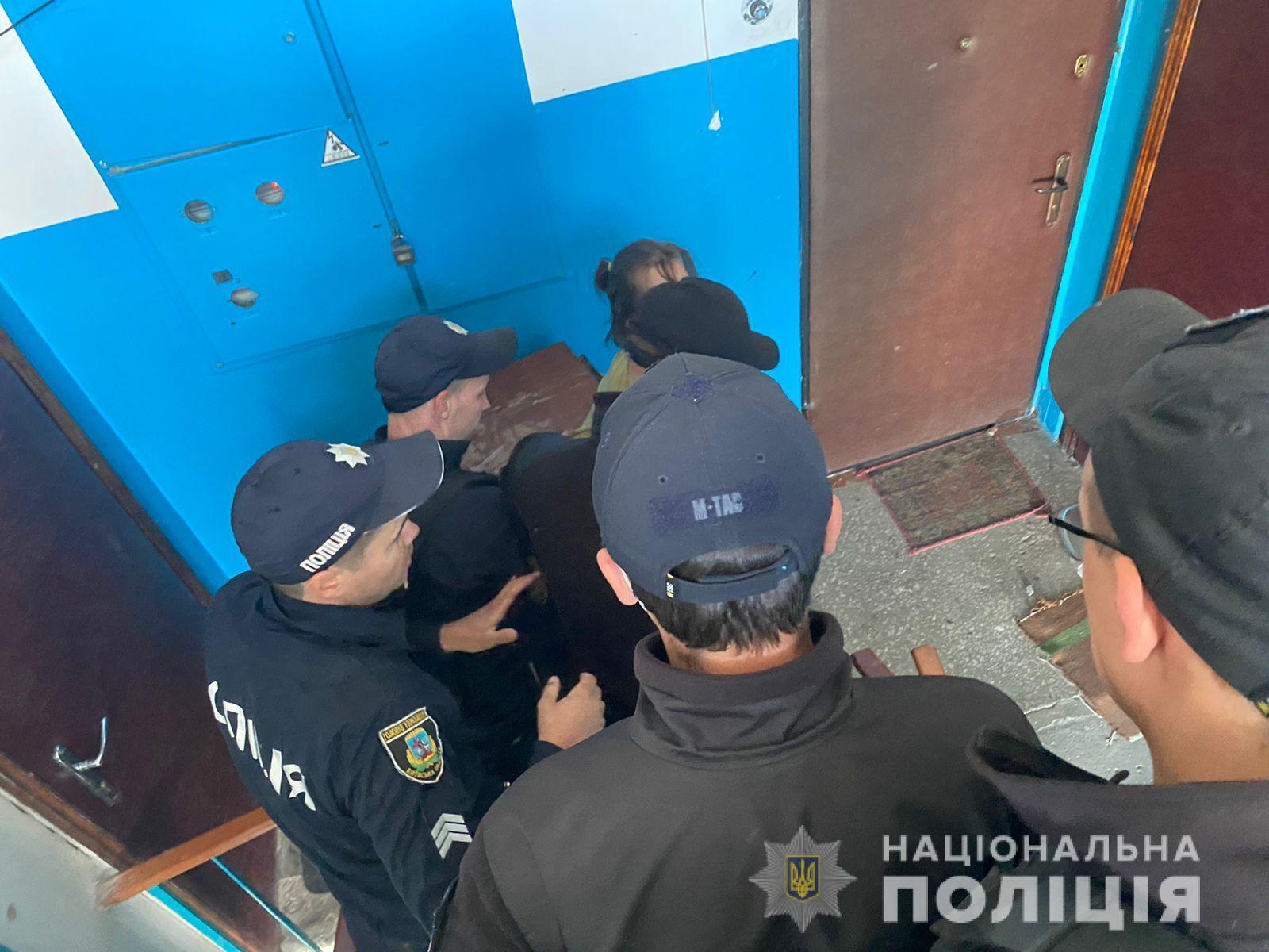 Поліцейські забрали 69 тварин.