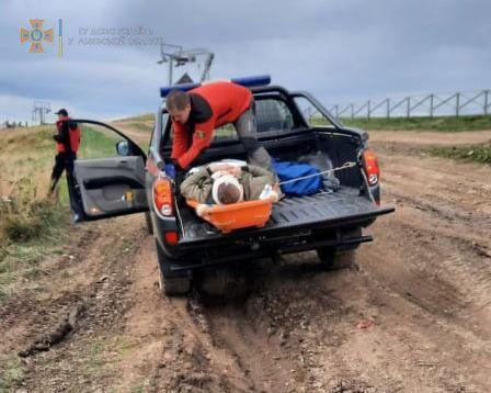 Спасатели транспортировали пострадавших с горы