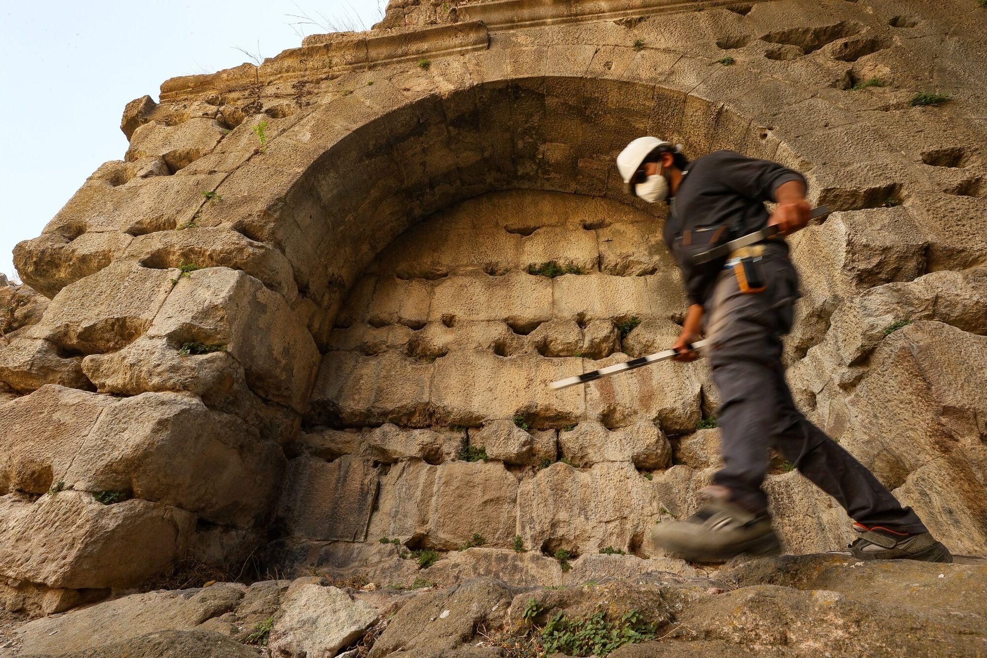 Раскопки в амфитеатре