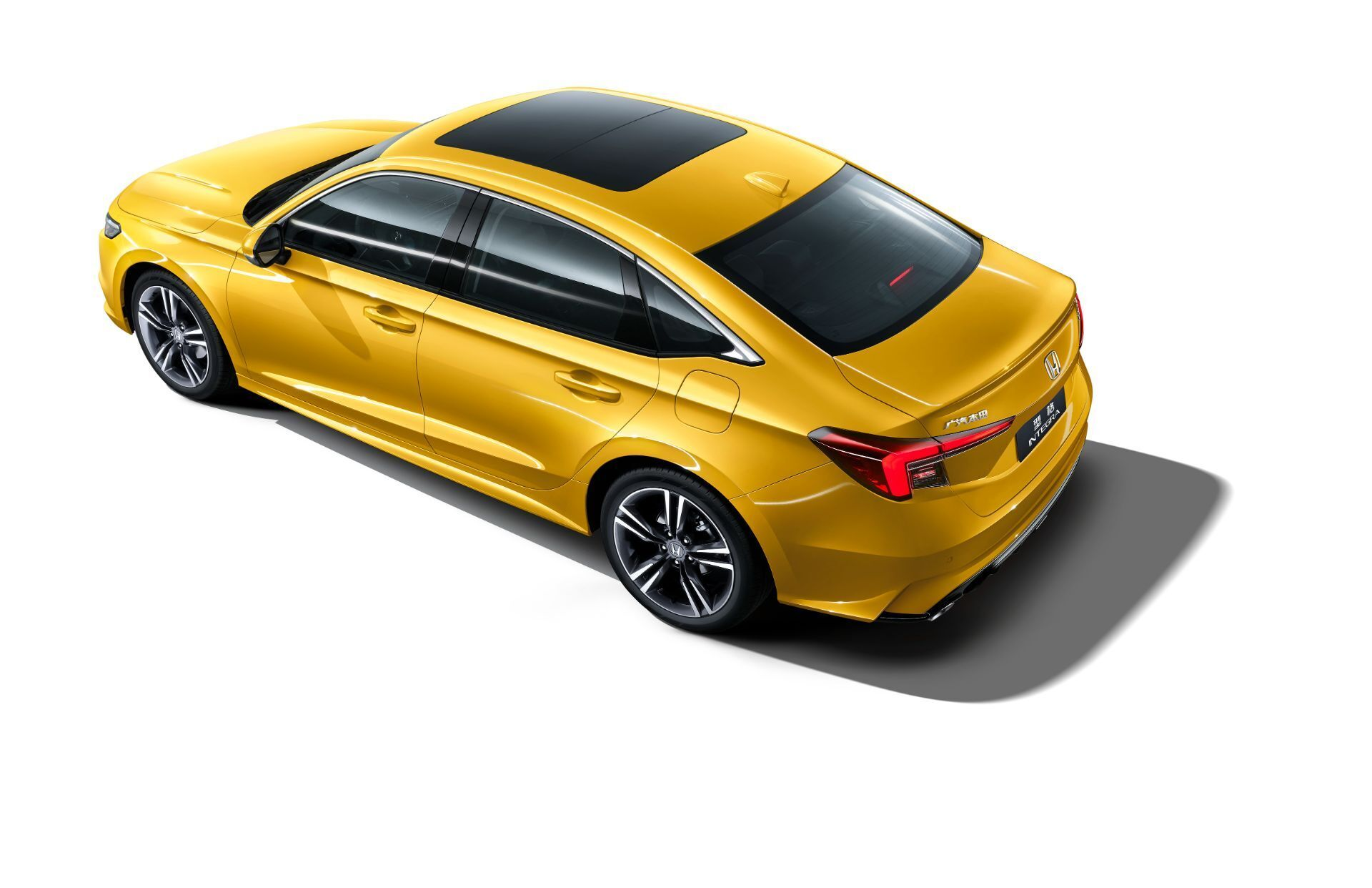 За счет иного дизайна передней части автомобиль стал длиннее на 15 мм (4689 мм)