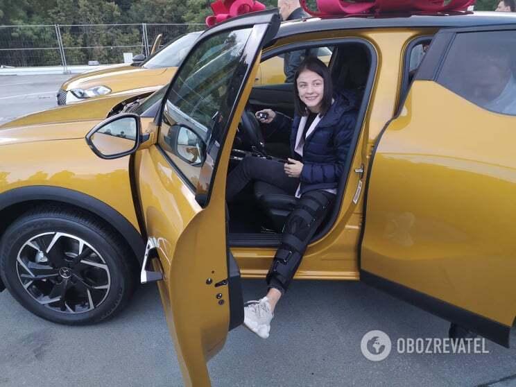 Ірина Коляденко в своєму новому авто.