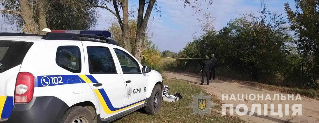 Зловмисник кілька разів вистрілив у бік копів та пошкодив поліцейський автомобіль