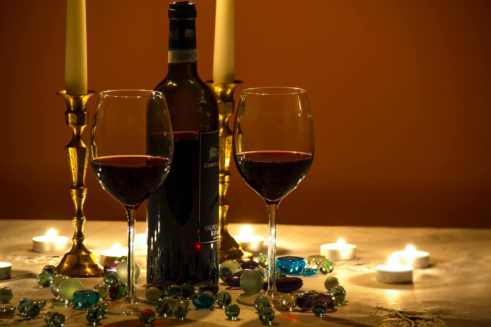 Більш широкий келих дозволяє вину розкрити смак
