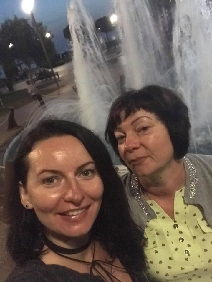 Олена з мамою