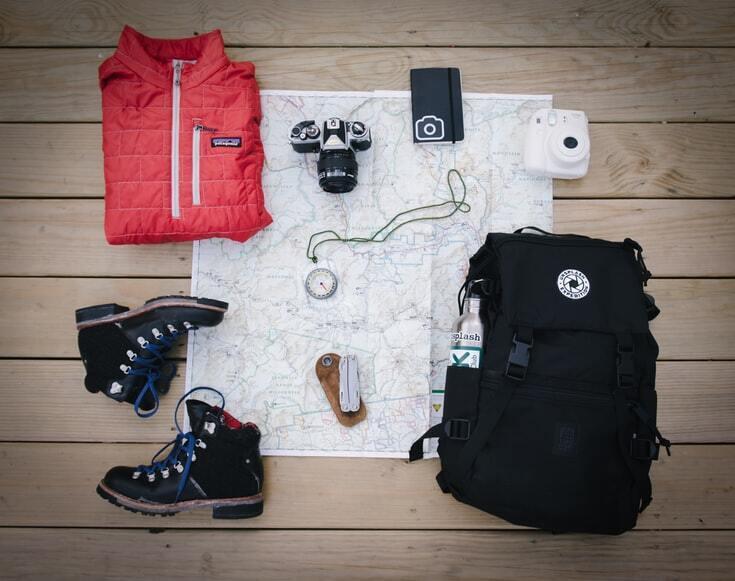 Берите в путешествие только многофункциональную одежду.