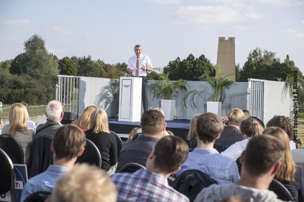 Мэр Киева выступил перед молодежью.