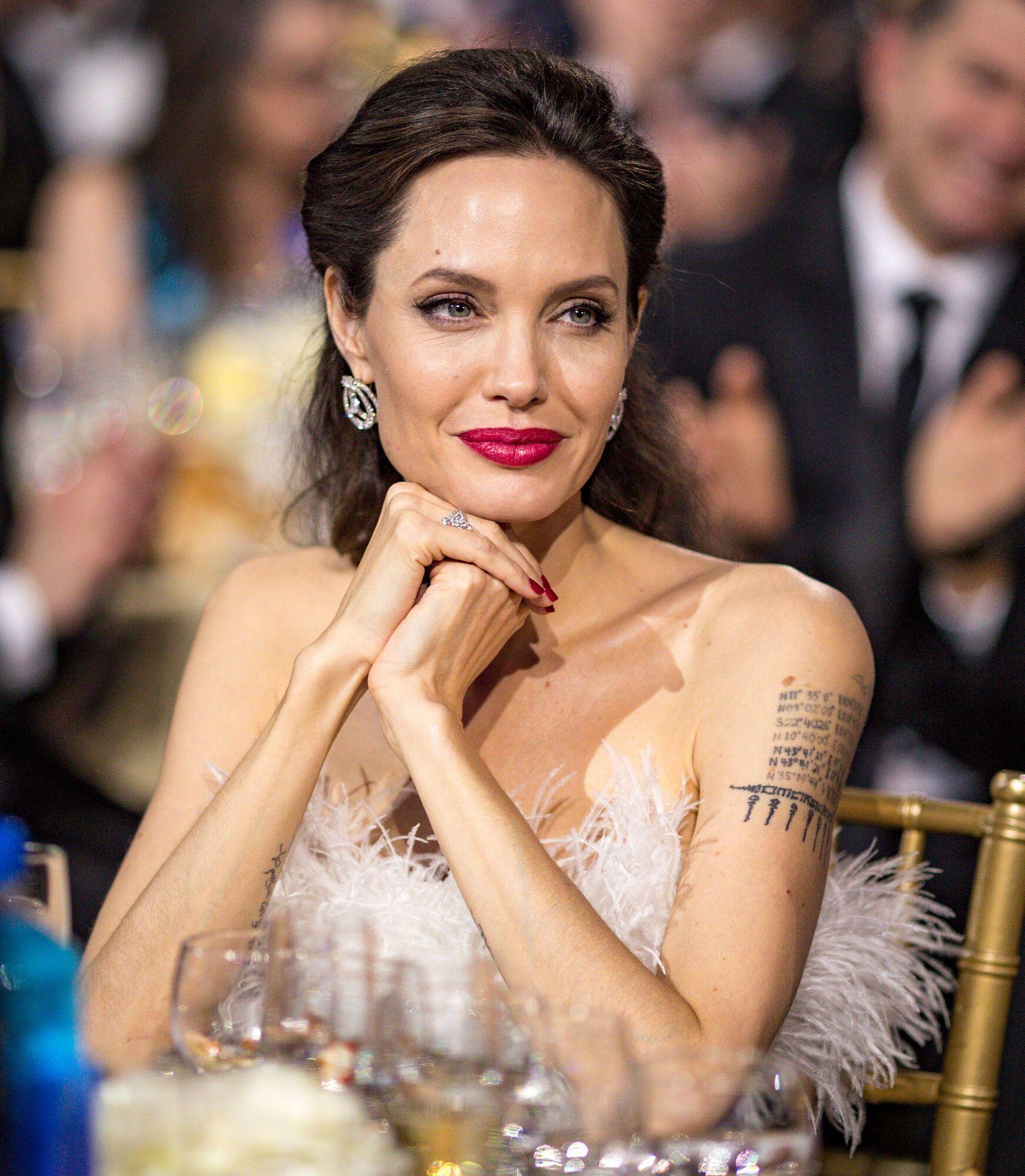 Джолі створила кілька благодійних організацій