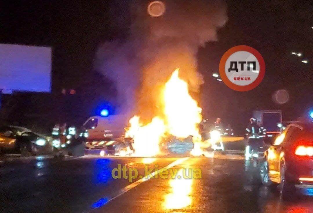 Fiat загорівся після зіткнення.
