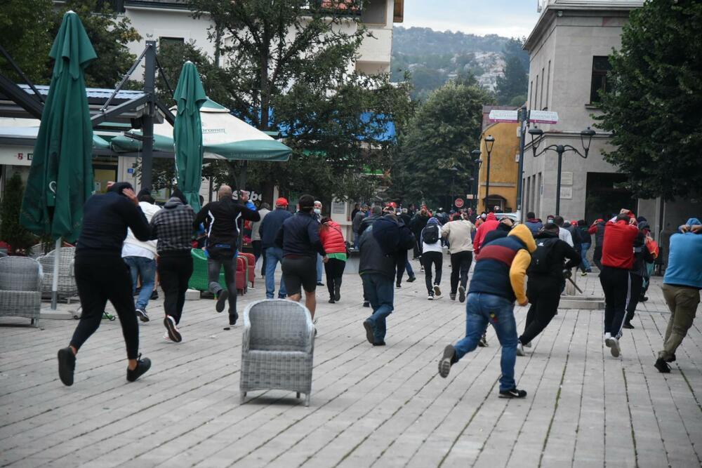 Людей оттеснили с площади.