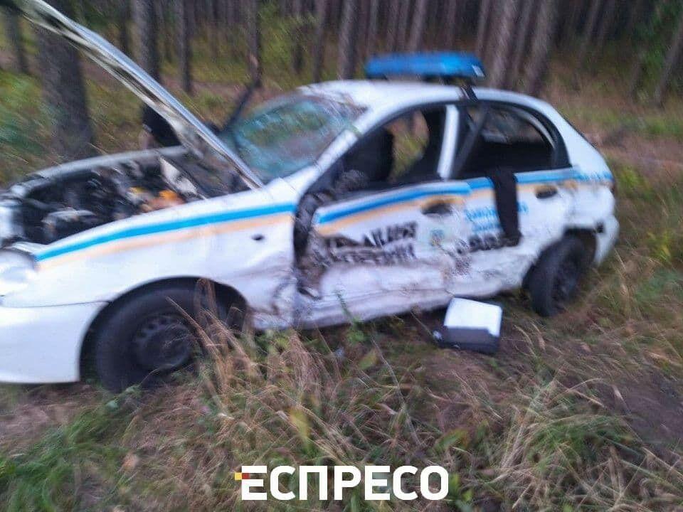 Пошкоджене авто патруля.