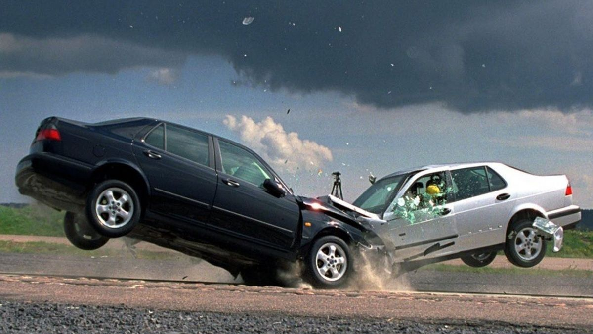 Некоторые автомобилисты самореализуются за рулем.