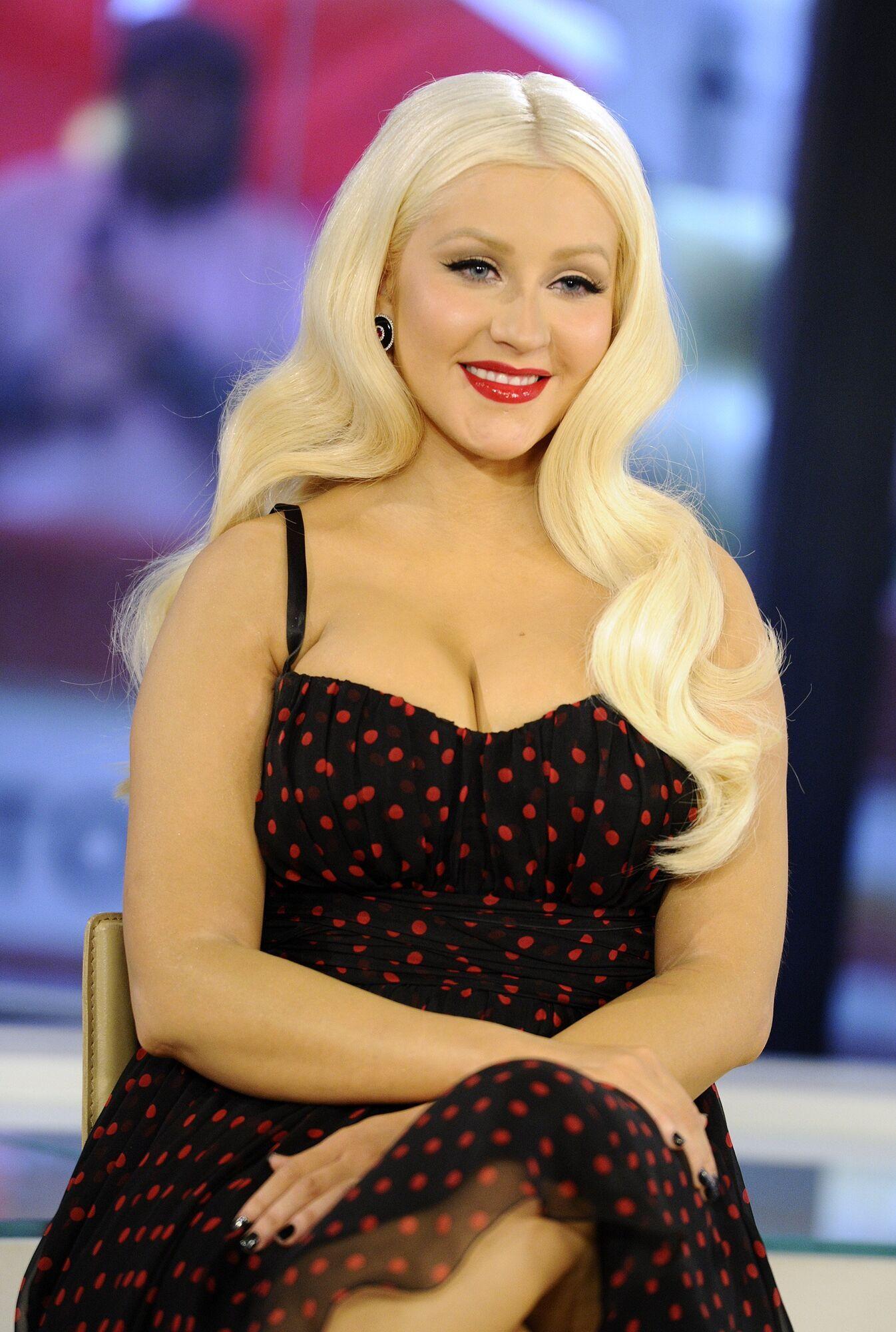 1999 року вона випустила дебютний альбом Christina Aguilera, який очолив американські хіт-паради
