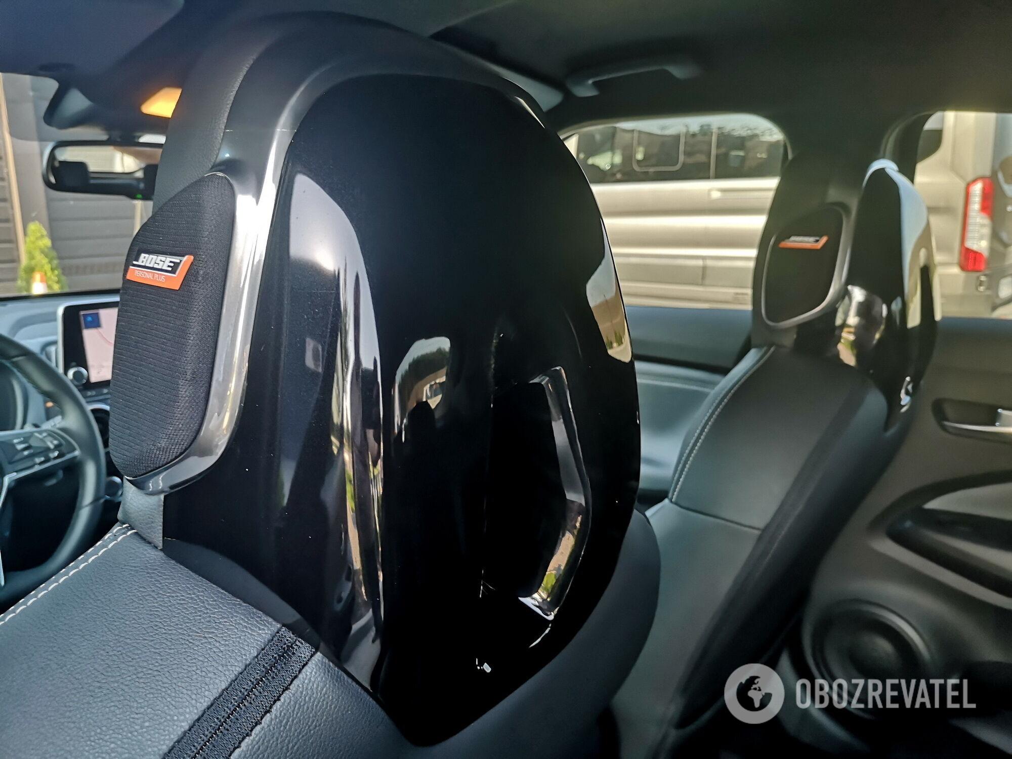 Для меломанов предусмотрели акустическую систему Bose Personal Plus