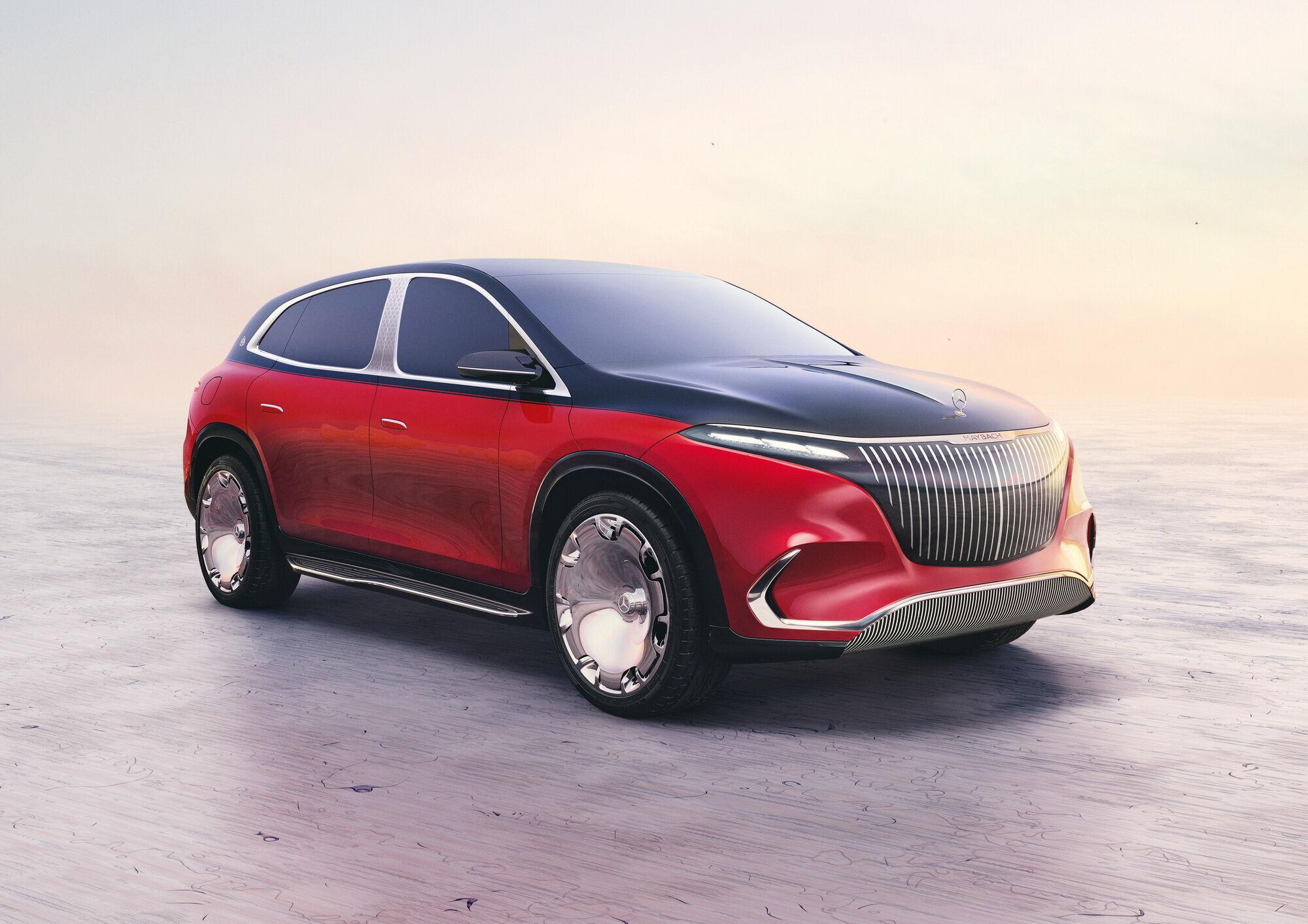 Спереди автомобиль выделяется огромной решеткой радиатора с вертикальными планками и расположенными по углам тонкими светодиодными фарами