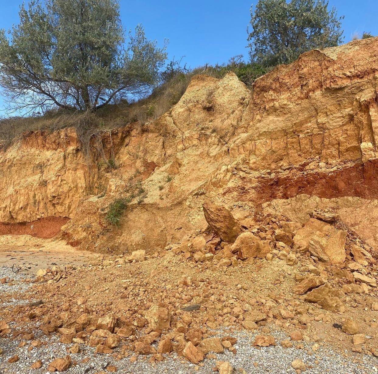 Обвал землі на пляжі