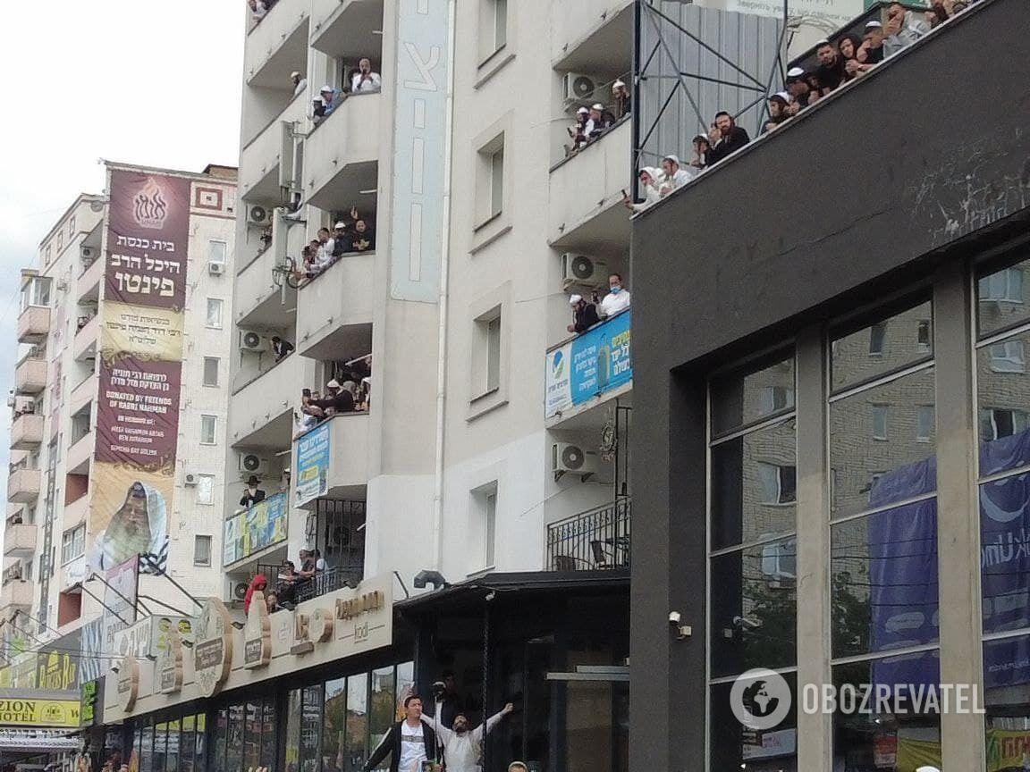 Паломники из Израиля заполнили гостиницы и хостелы.