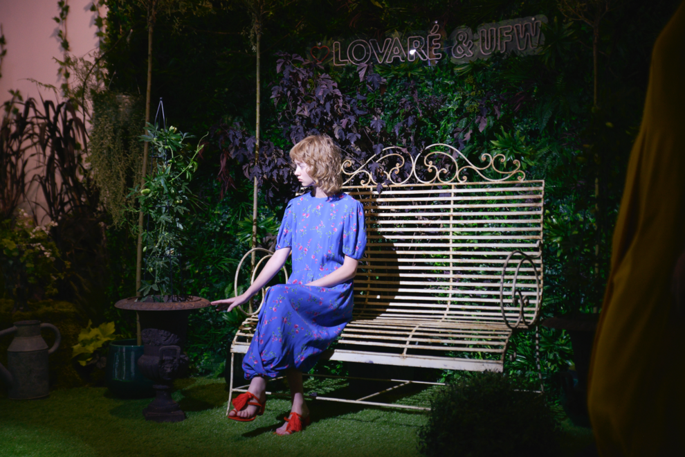 Синя елегантна сукня