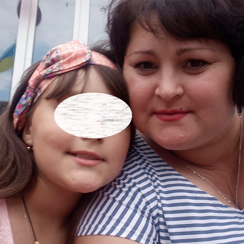 Анна с Софией шли в магазин за мороженым, когда в них влетел односельчанин